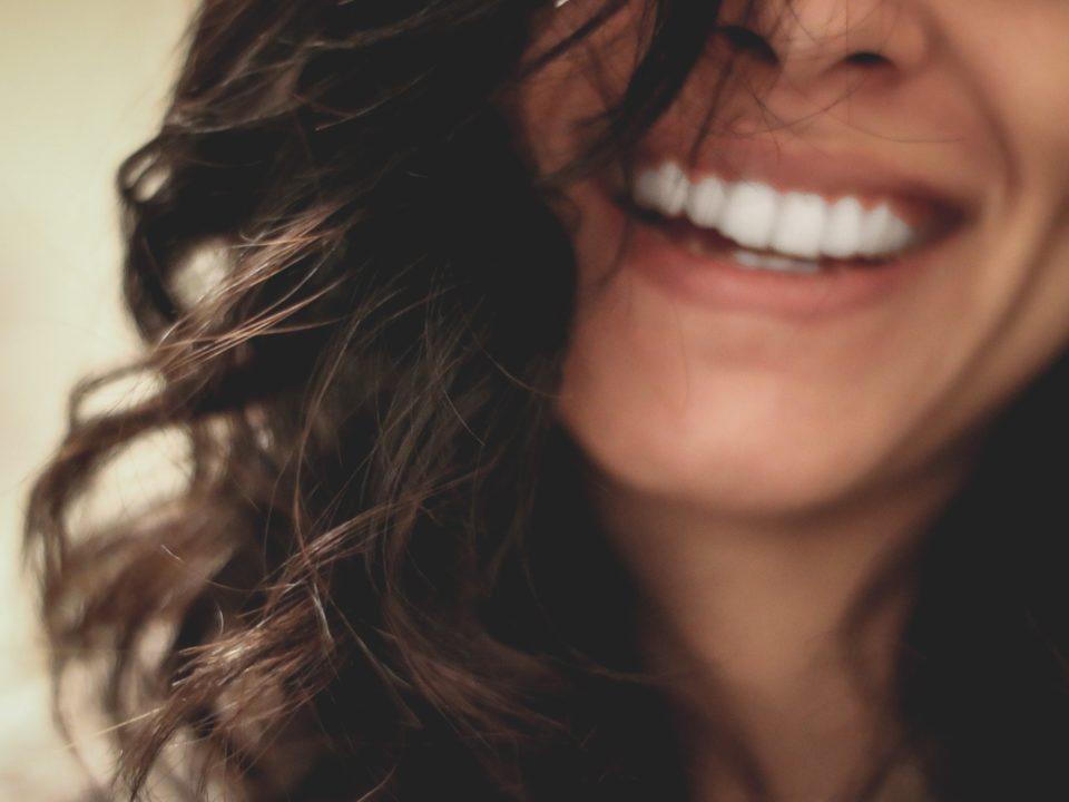 jak dbać o wybielone zęby